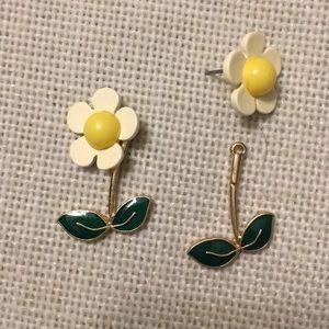Dolls Kill front-back daisy stud earrings